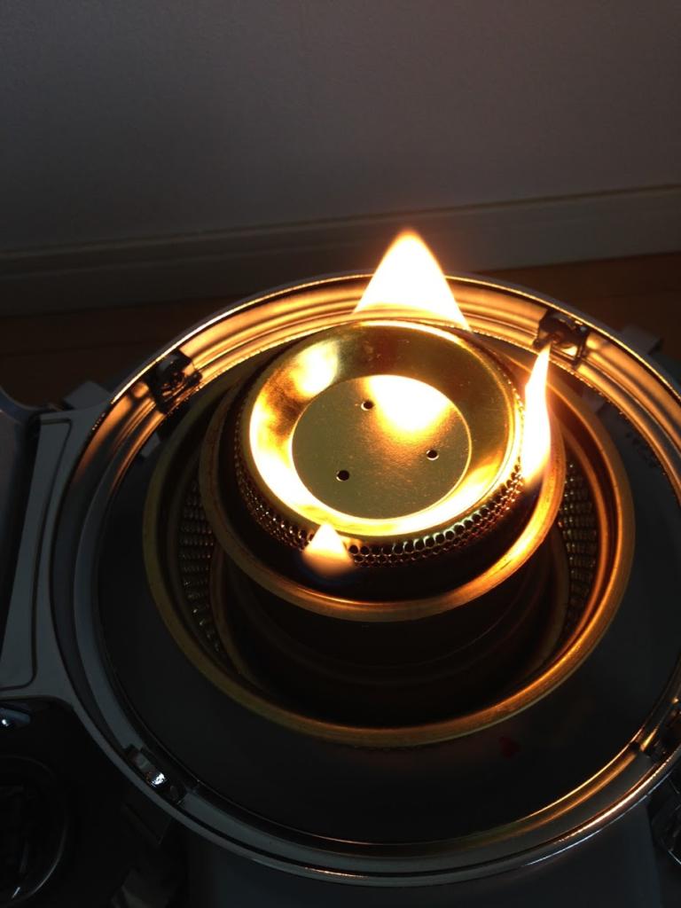 アラジンビームスコラボストーブの芯の炎