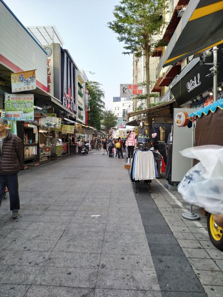 高雄若者が集まる商店街ショッピングスポット