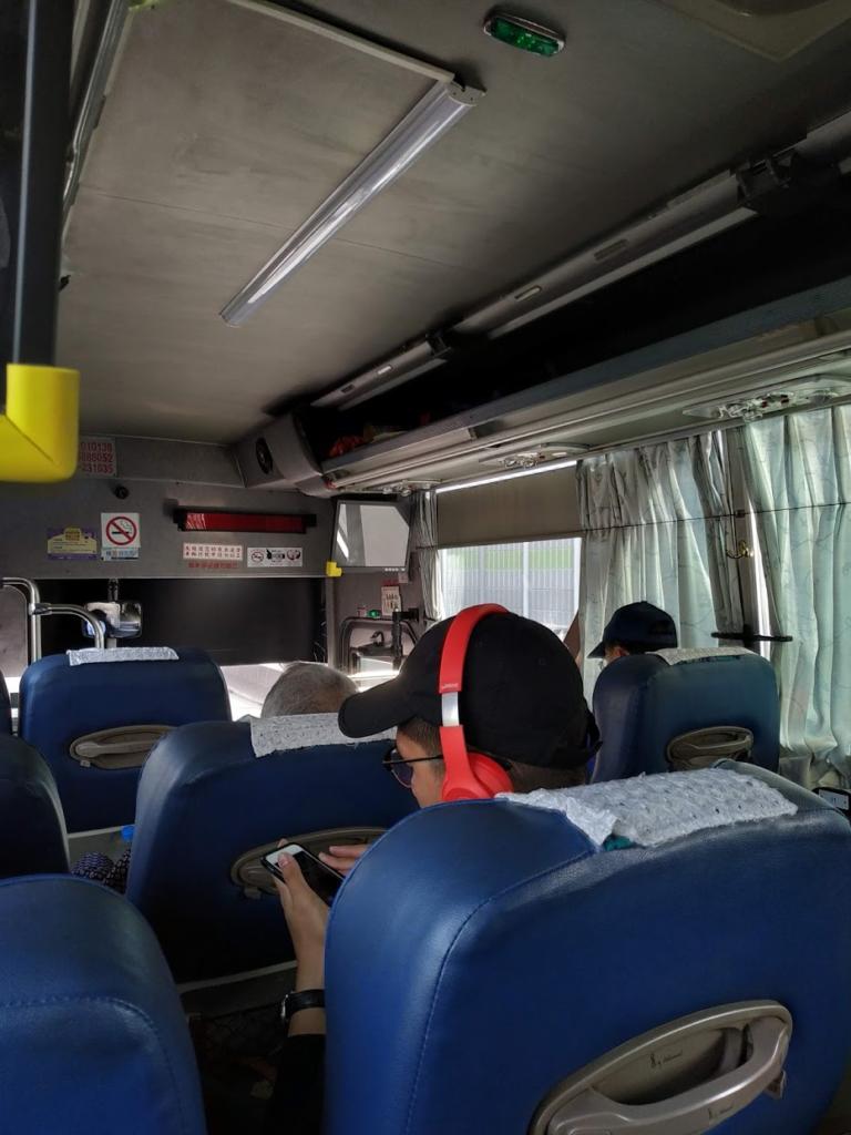 台中への高速バスの車内