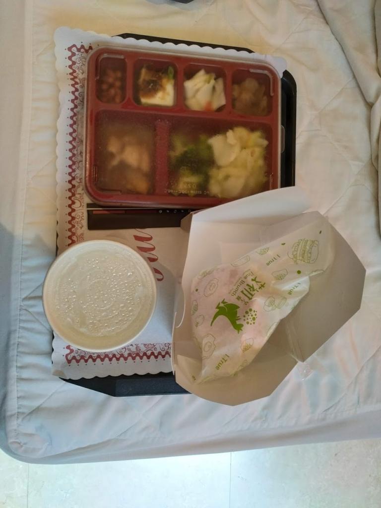 台中のモーテルでの朝食