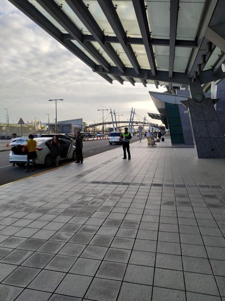 台中駅の出入口、車メイン