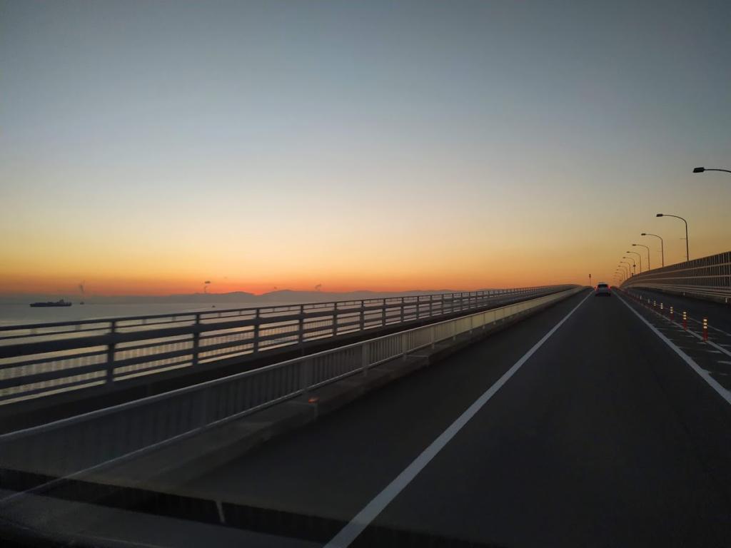 神戸フェリーへ向かう橋からの風景