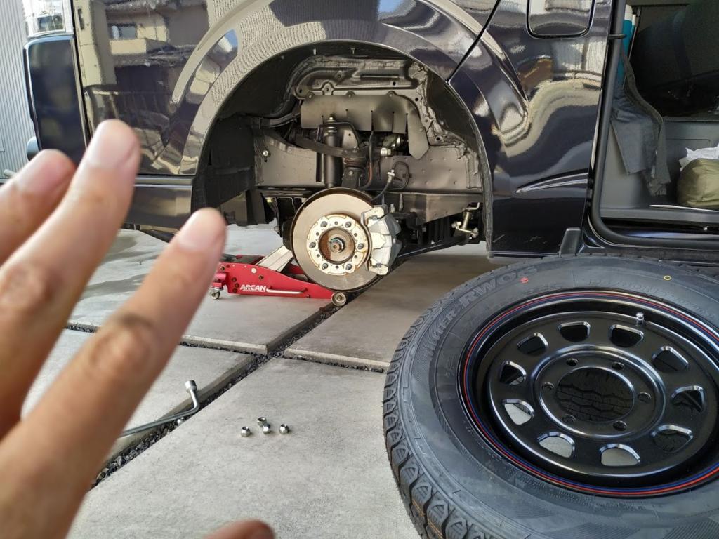 ハイエーススタッドレス交換タイヤ外した画像
