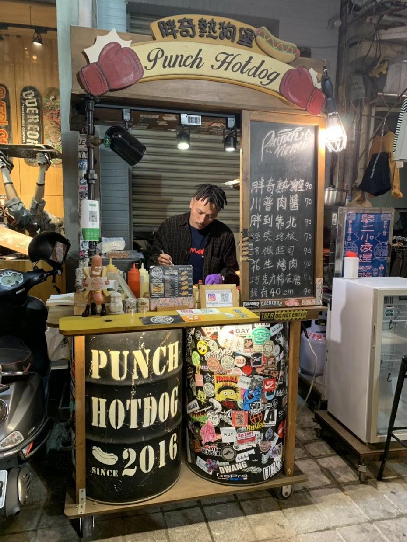 punch hotdog 店主とお店