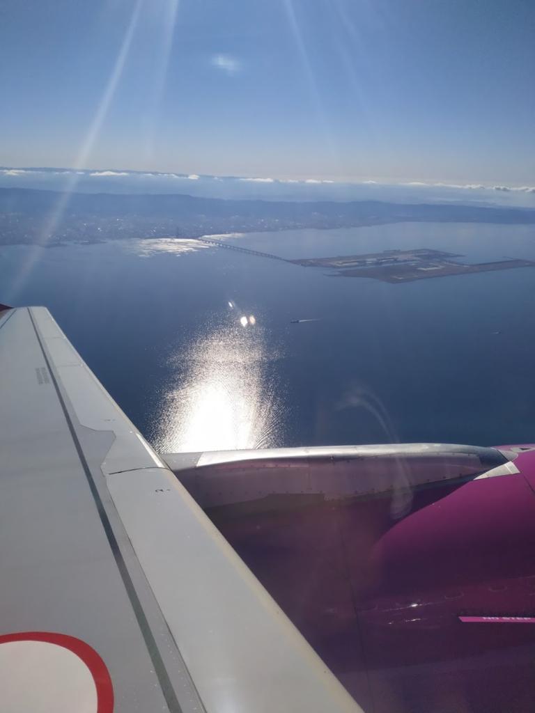 ピーチ航空機内からの空の画像