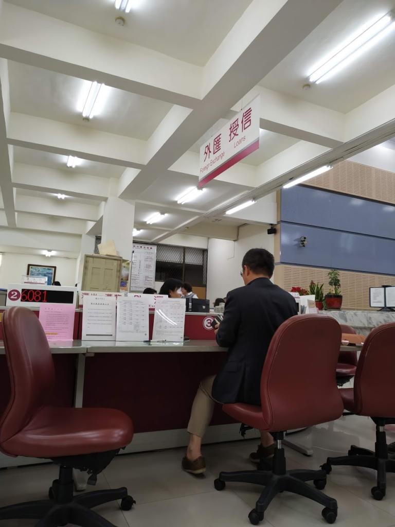 台湾銀行受付待ち