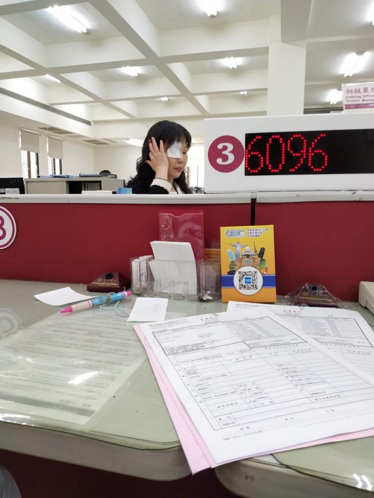 台湾銀行、両替受付のお姉さん