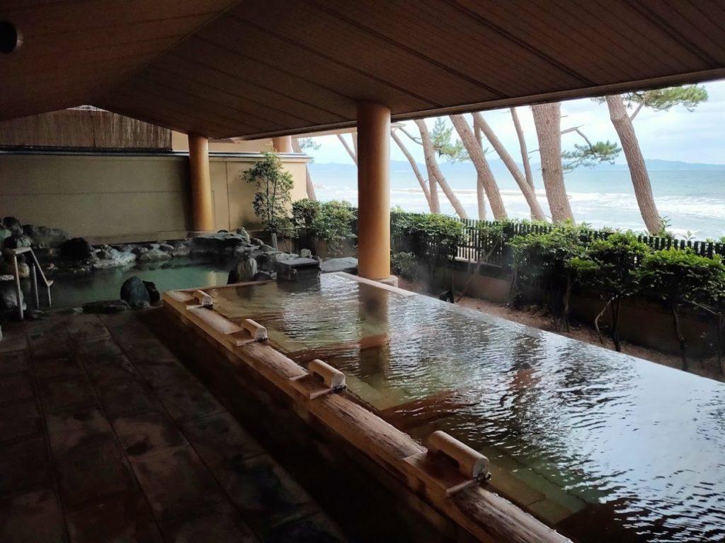 華水亭の新館の朝の露天風呂2