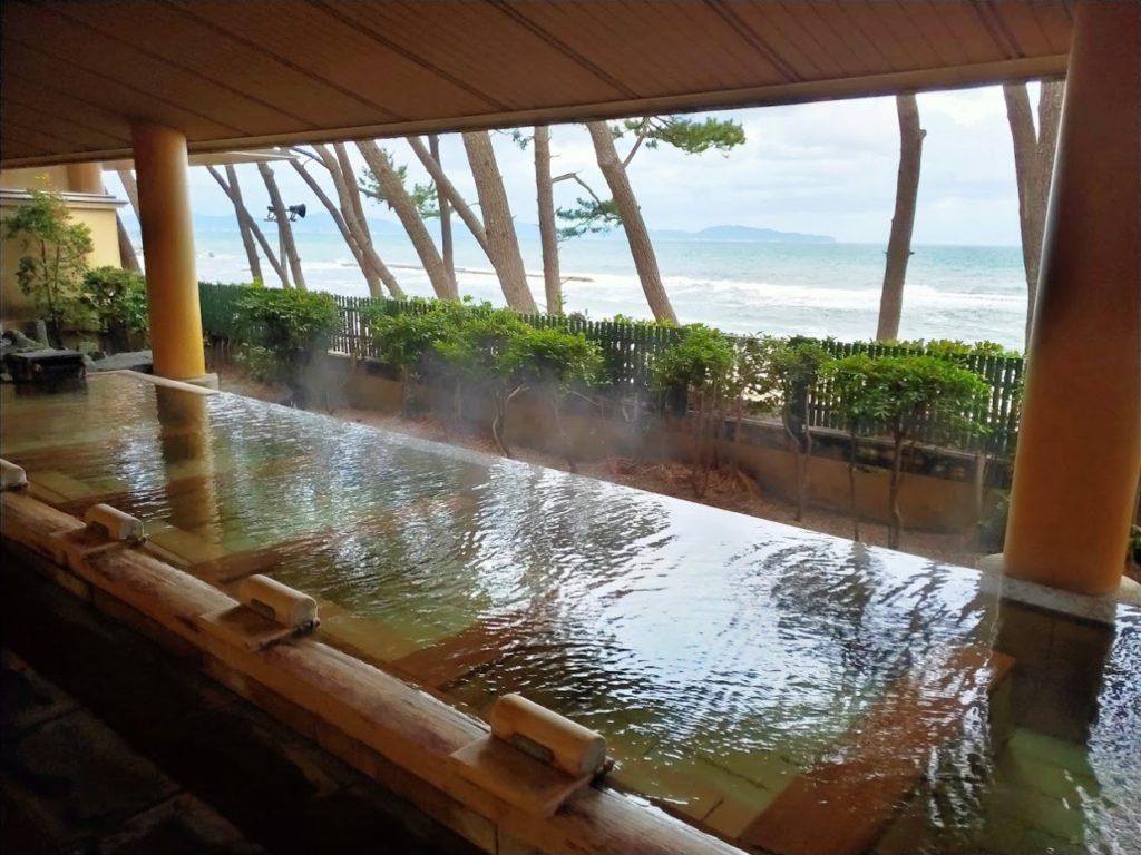 華水亭の新館の朝の露天風呂