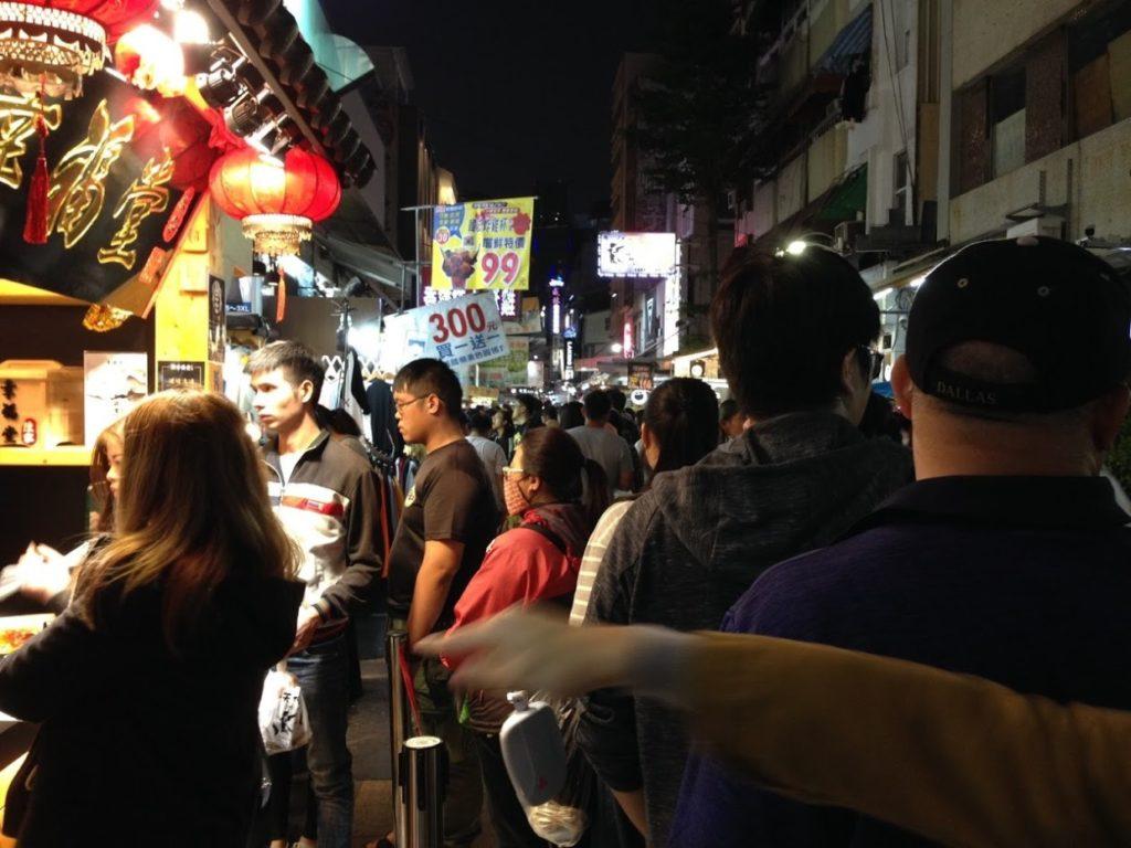 台湾幸福堂賑わう人々