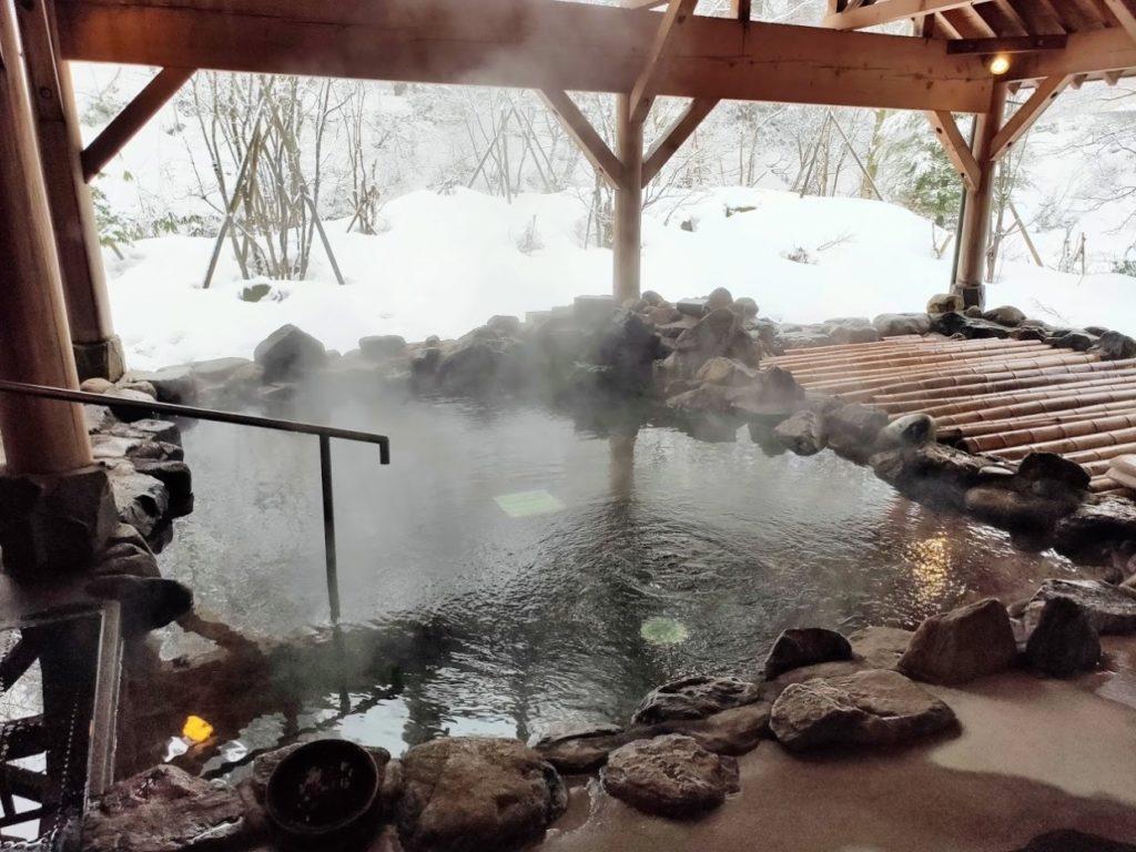 豪円湯院の露天風呂