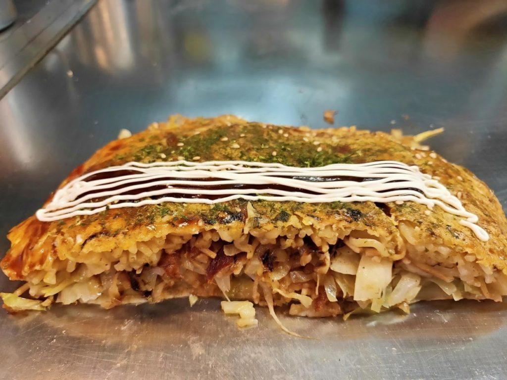 広島市長田屋お好み焼きマヨーネーズをかけたところ
