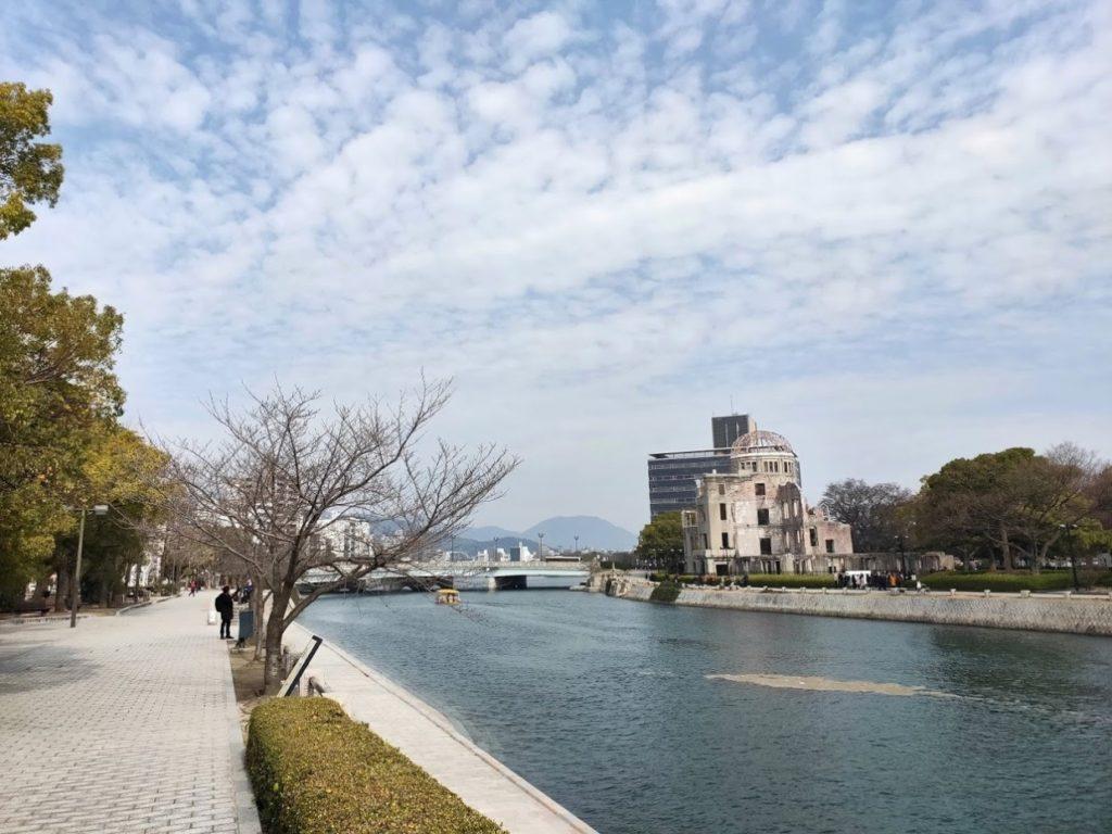 原爆ドームと川の景色