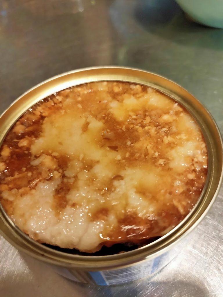 魯肉飯の缶をあけたところ