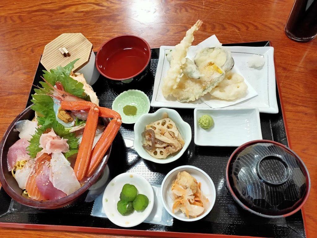 お食事処かいがん特選海鮮丼