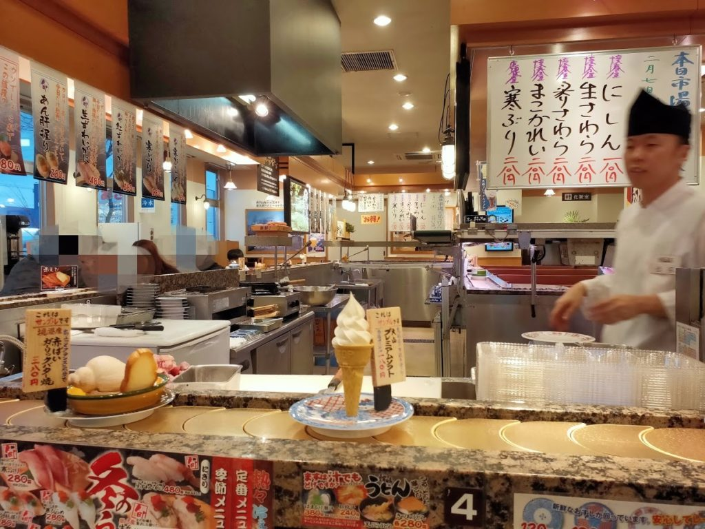 回転寿司北海道店内の様子と店員