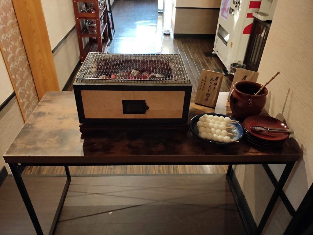湯村温泉寿荘の朝食みたらし団子が作れる