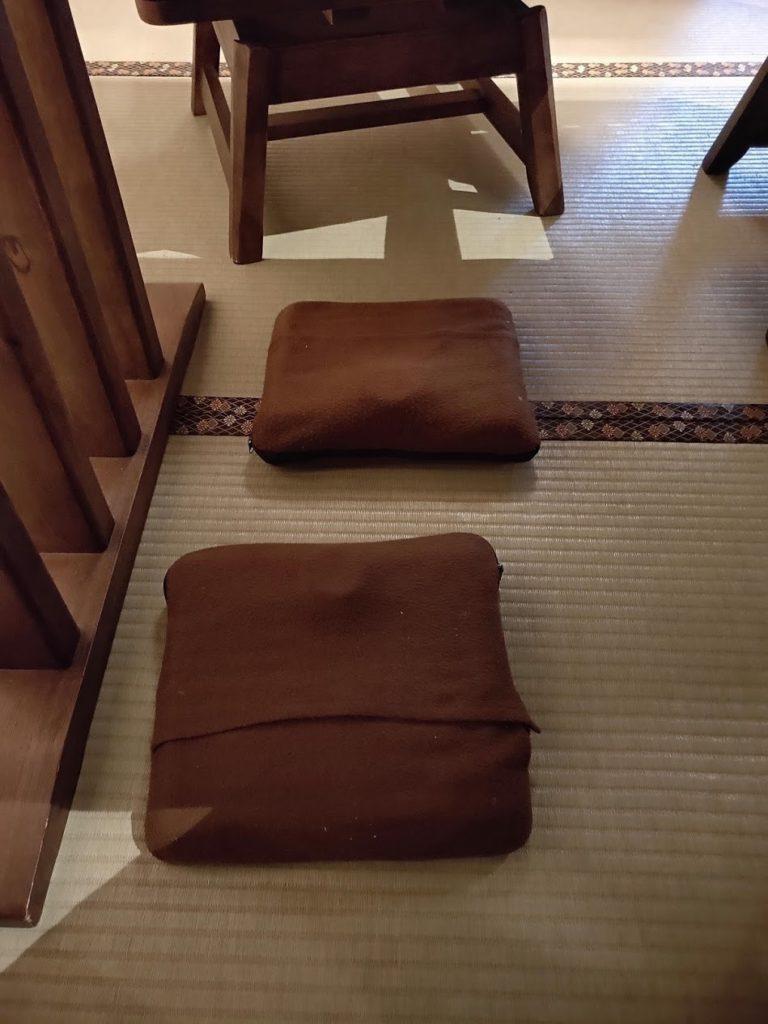 湯村温泉寿荘の朝食会場での湯たんぽ
