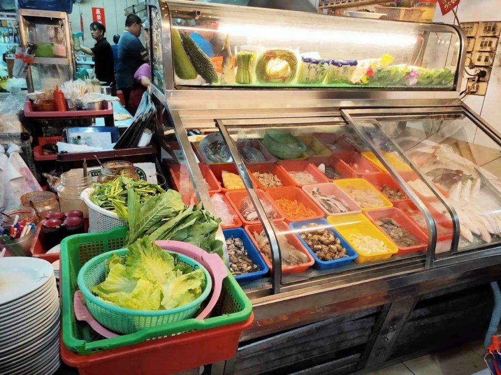 阿美海産店新鮮な食材陳列