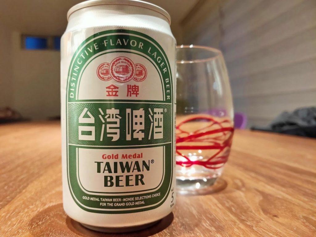 台湾ビールとグラスの画像
