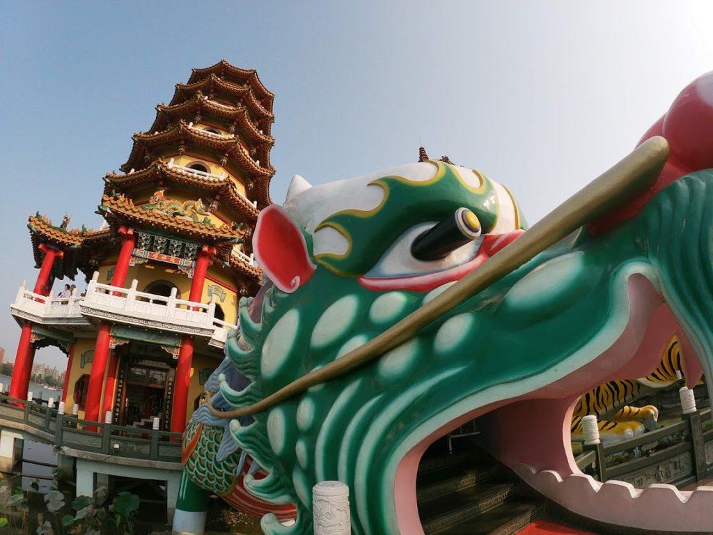 龍虎塔の龍部分のアップ撮影