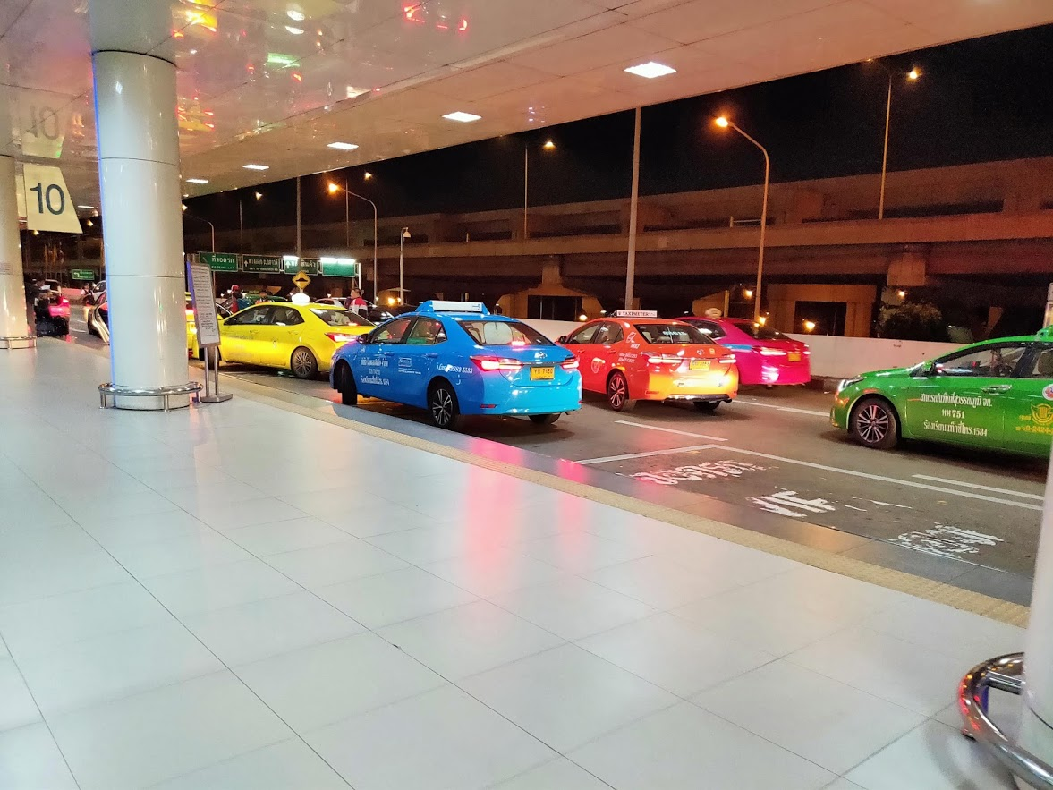 ドンムアン空港の外の風景