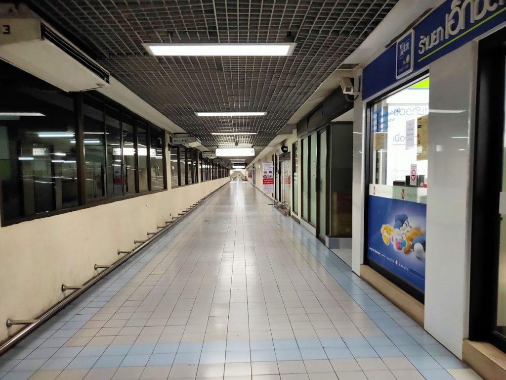 ドンムアン空港ストリートフードへの道