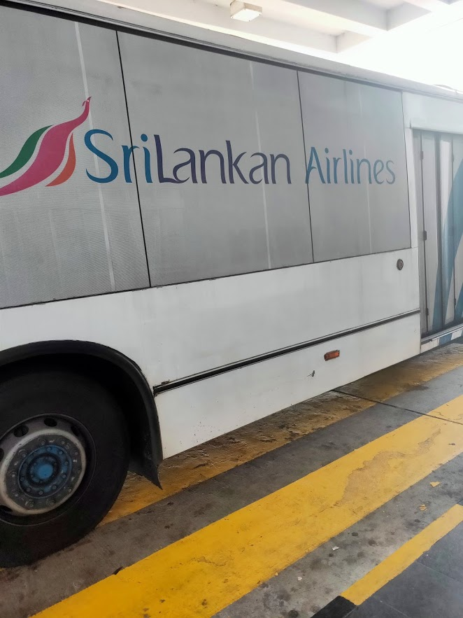 飛行機から空港までのバス