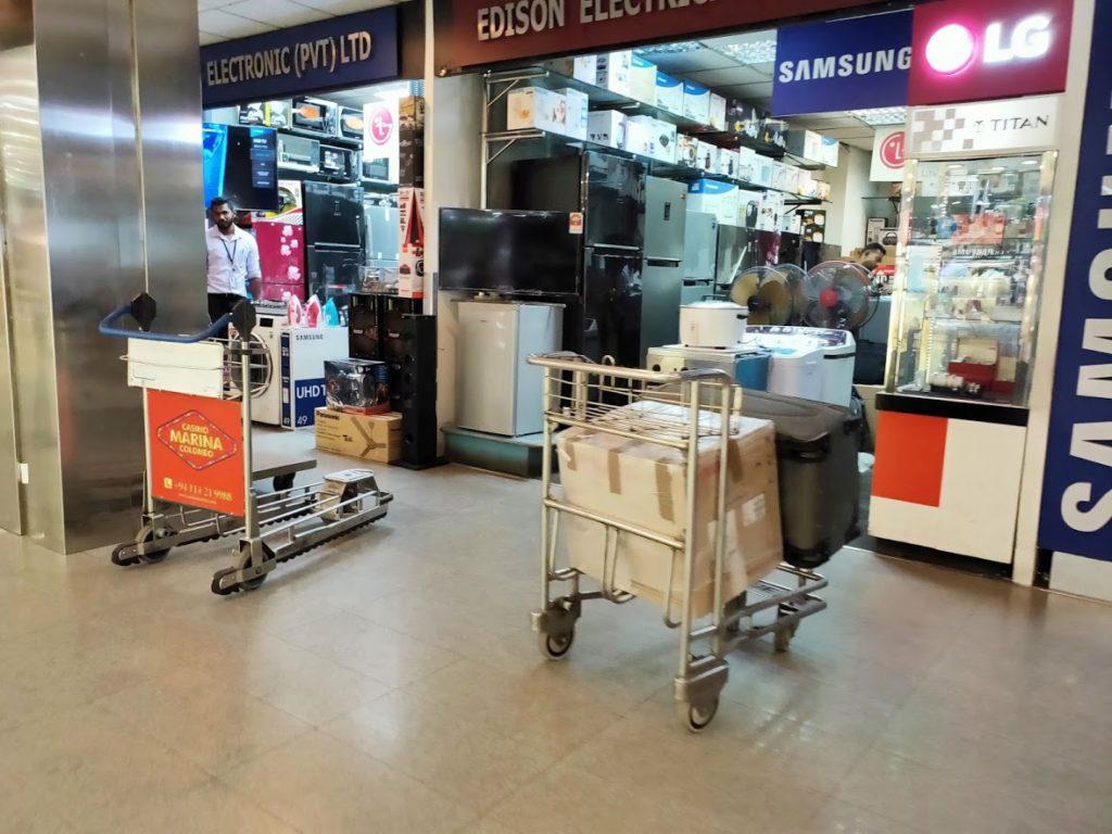 バンダラナイケ空港内の家電ショップ