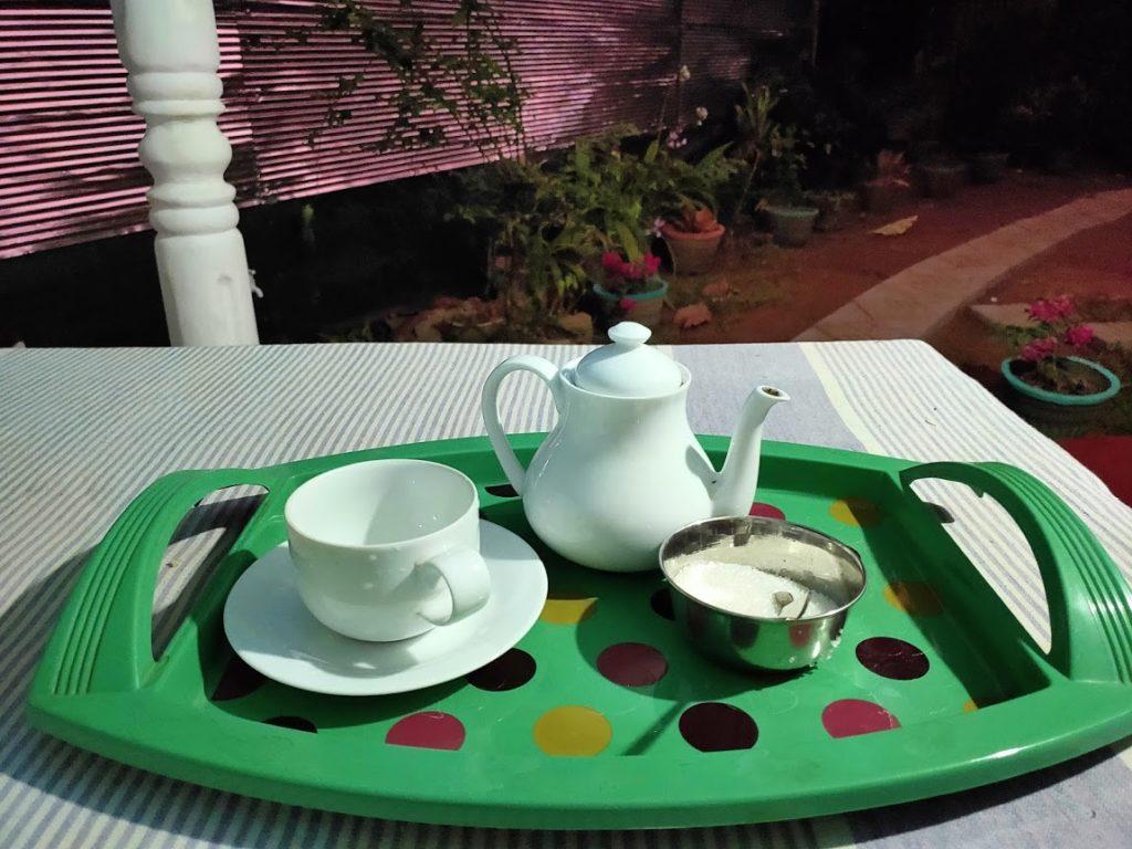 シギリヤロックビューホームステイのディナー前の紅茶