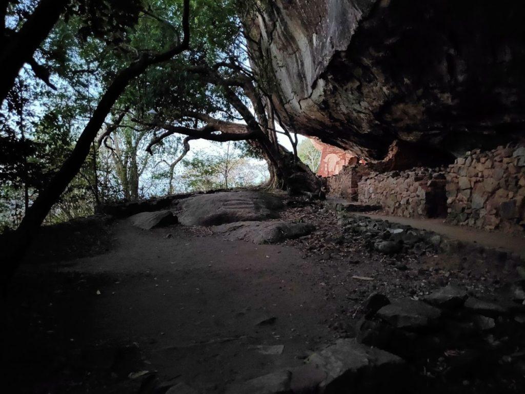 ピドゥランガラロック登山1