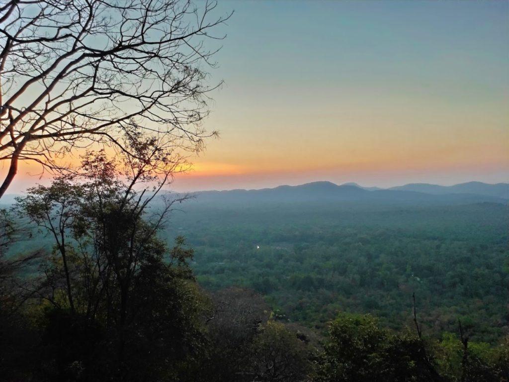 ピドゥランガラロック登山2