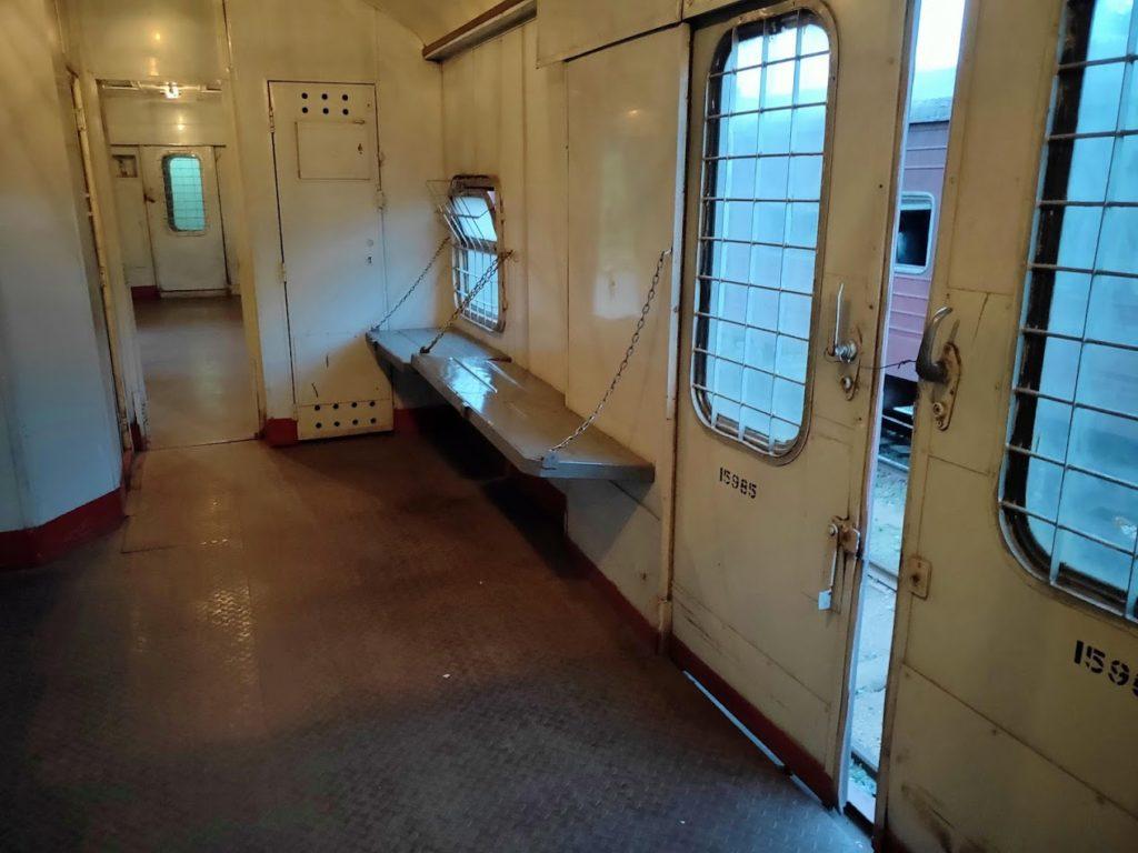 寝台列車の荷物場所