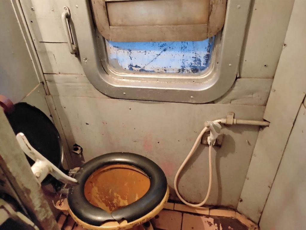 寝台列車のトイレ