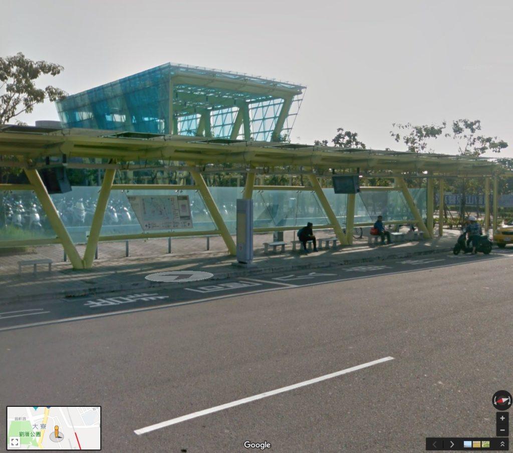 MRT南岡山駅を出たバス停