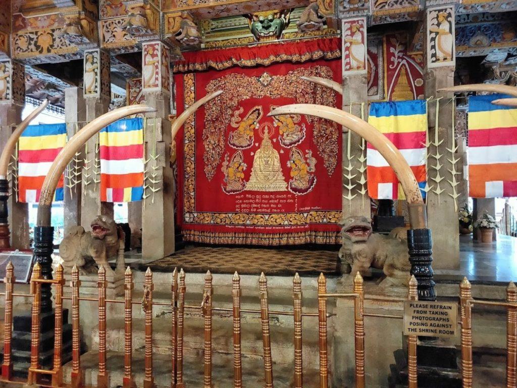 佛歯寺の内部2