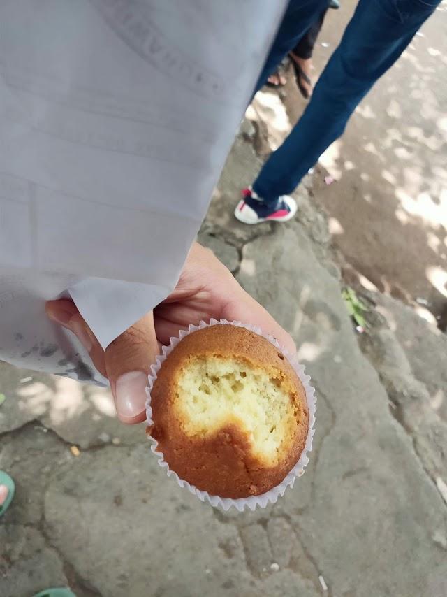 カトゥナーヤカバスステーションで買ったパン1