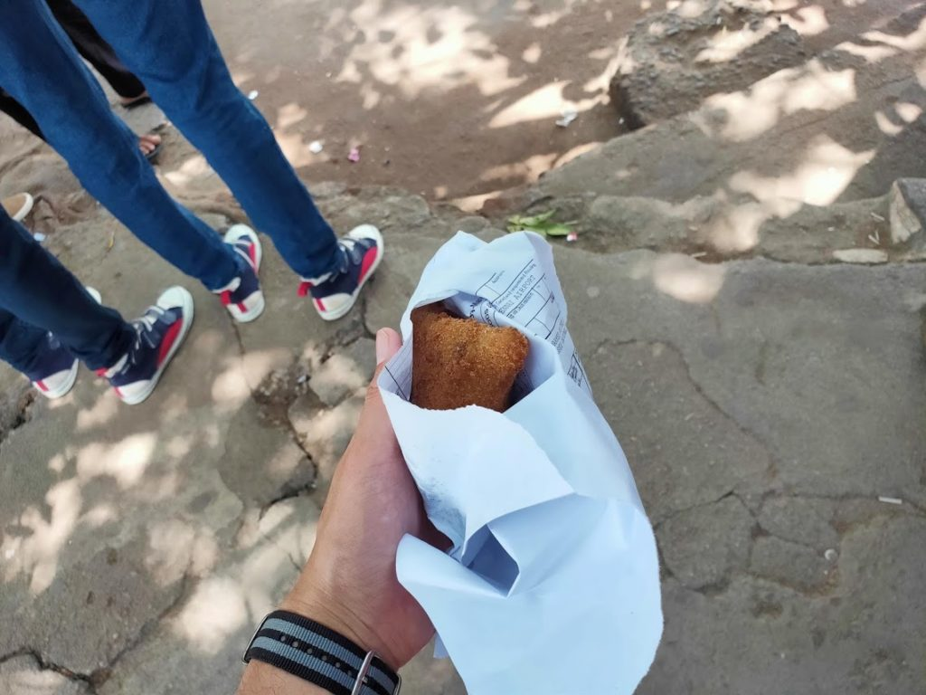 カトゥナーヤカバスステーションで買ったパン2