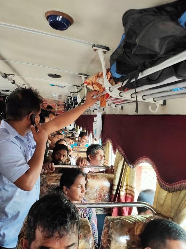 カトゥナーヤカからキャンディー行きのバス