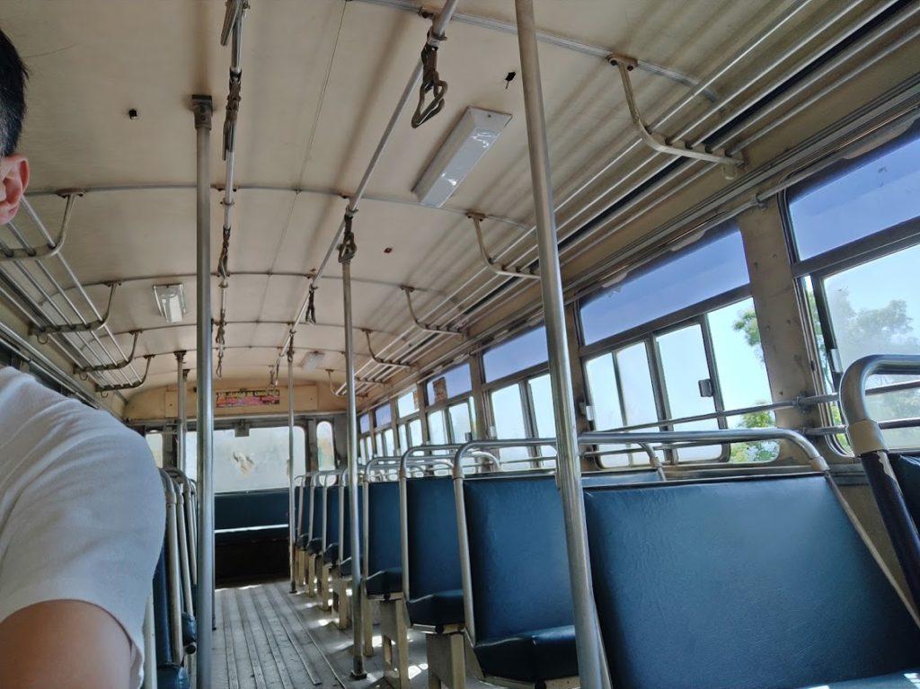 シギリヤからイナマルワまでのバスのシート