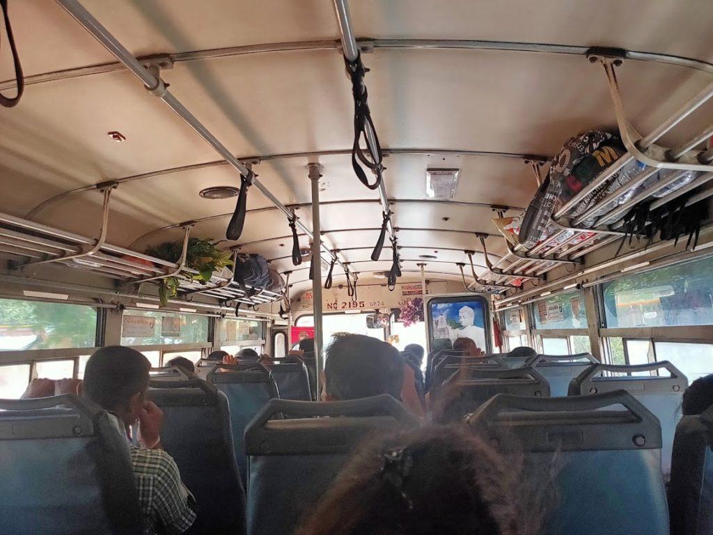 イナマルワからポロンナルワまでのバス