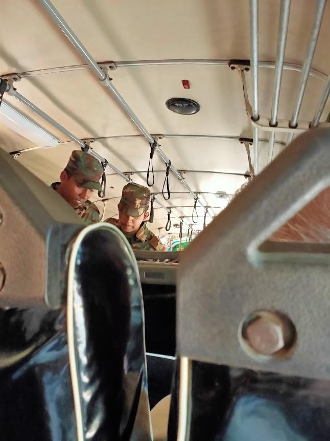 ハバラーナトリンコマリーバスでのセキュリティーチェック
