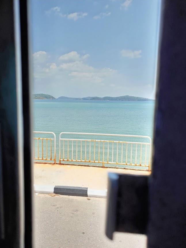ハバラーナトリンコマリーバスからの景色
