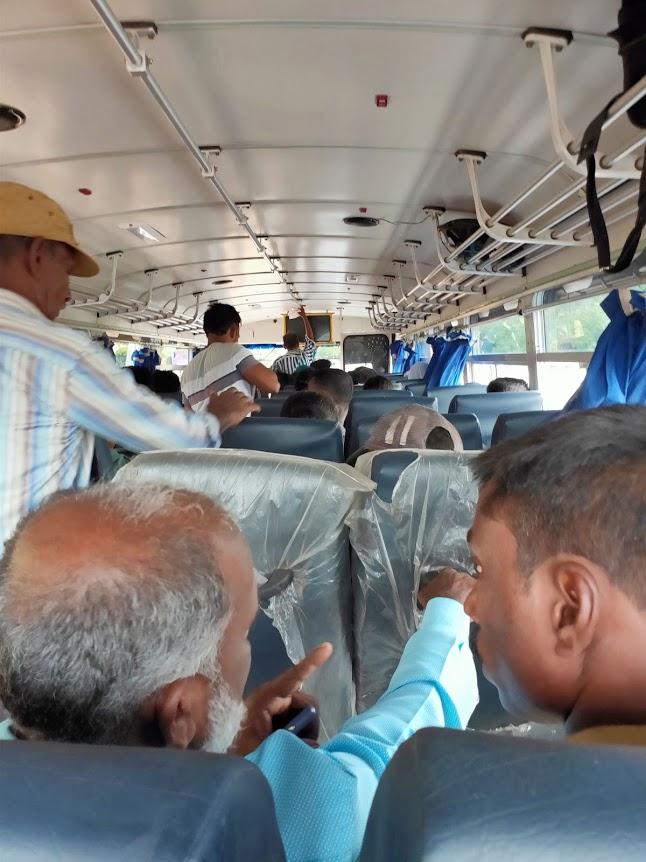 ニラヴェリトリンコマリーのバス