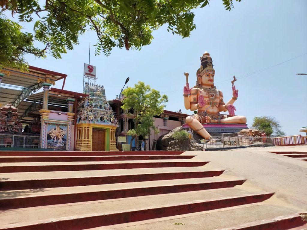 コネスヴァラム寺院の外観