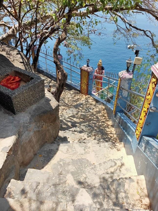 コネスヴァラム寺院の階段