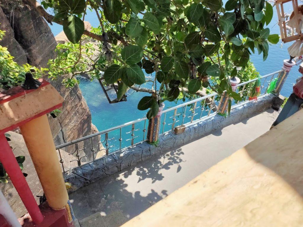 コネスヴァラム寺院と海