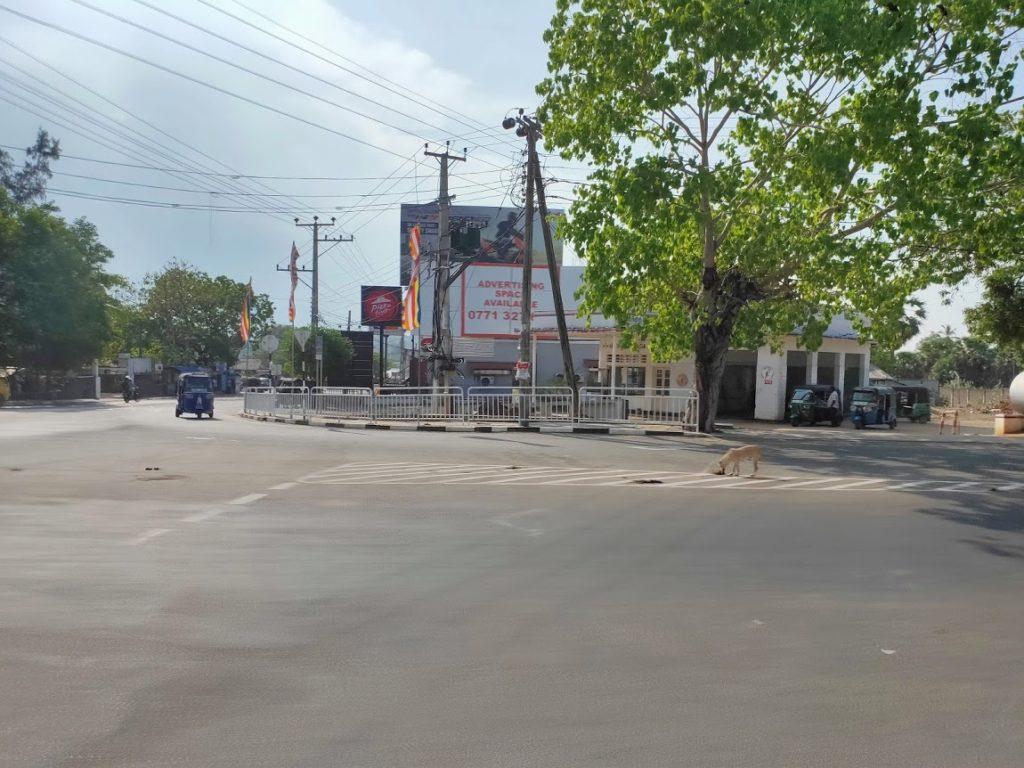 トリンコマリー駅近くのバス停