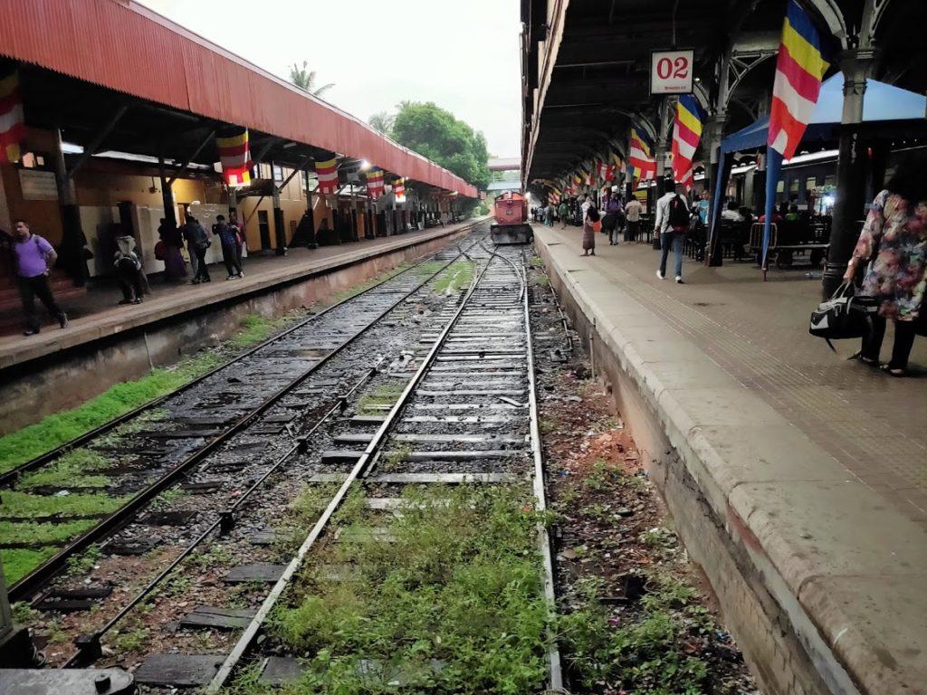 コロンボ駅の鉄道とプラットホーム