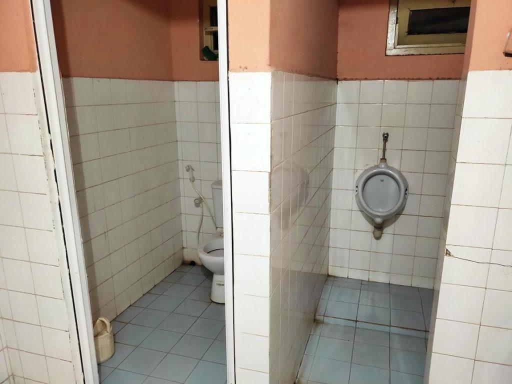 コロンボ駅の外人用トイレの中